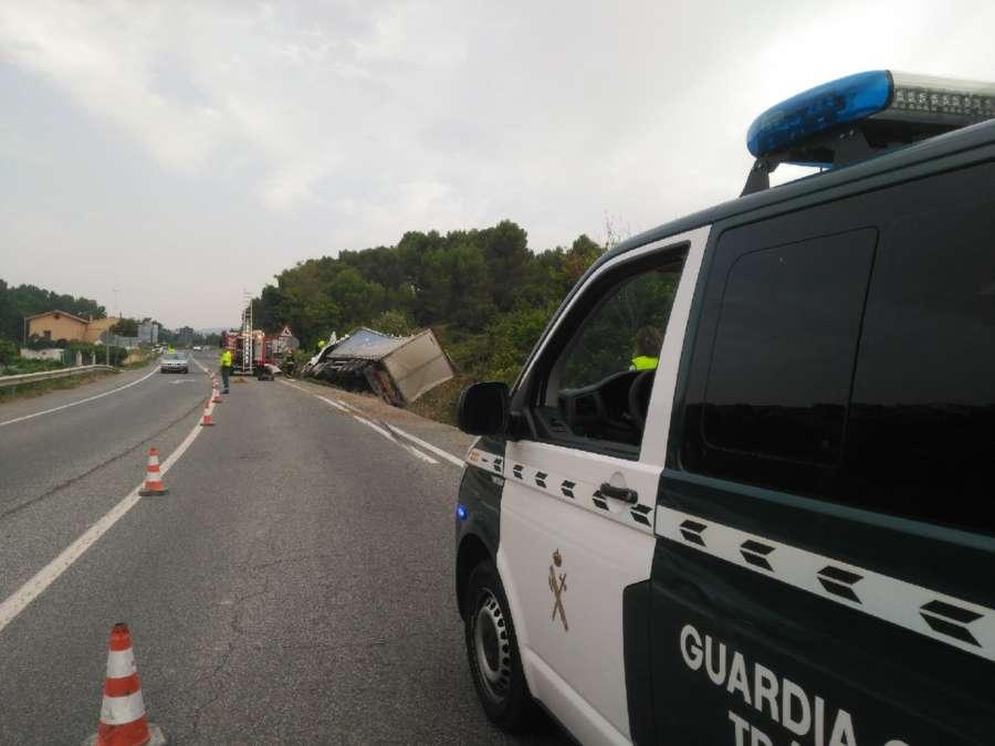 Un muerto al salirse de la carretera un camión en Pueyo