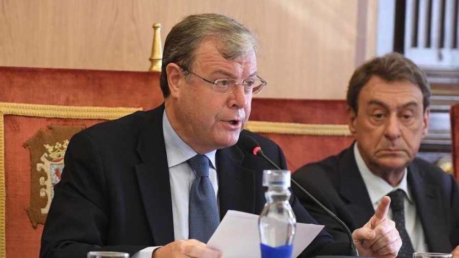 La dimisión de un concejal del PP enfría la moción de censura en León