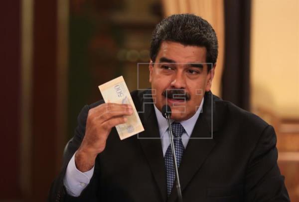 Maduro estremece la economía en medio de dudas por la venidera reconversión de la moneda
