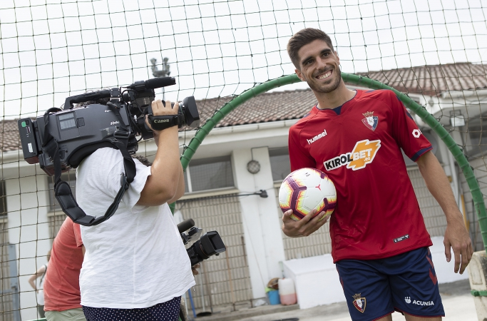 Nacho Vidal: Osasuna es un paso adelante en mi carrera y espero crecer mucho