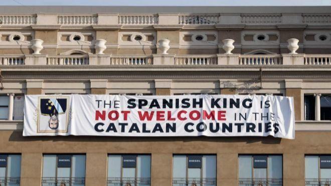 La Fiscalía duda si hay delito en la pancarta del 17A contra el Rey