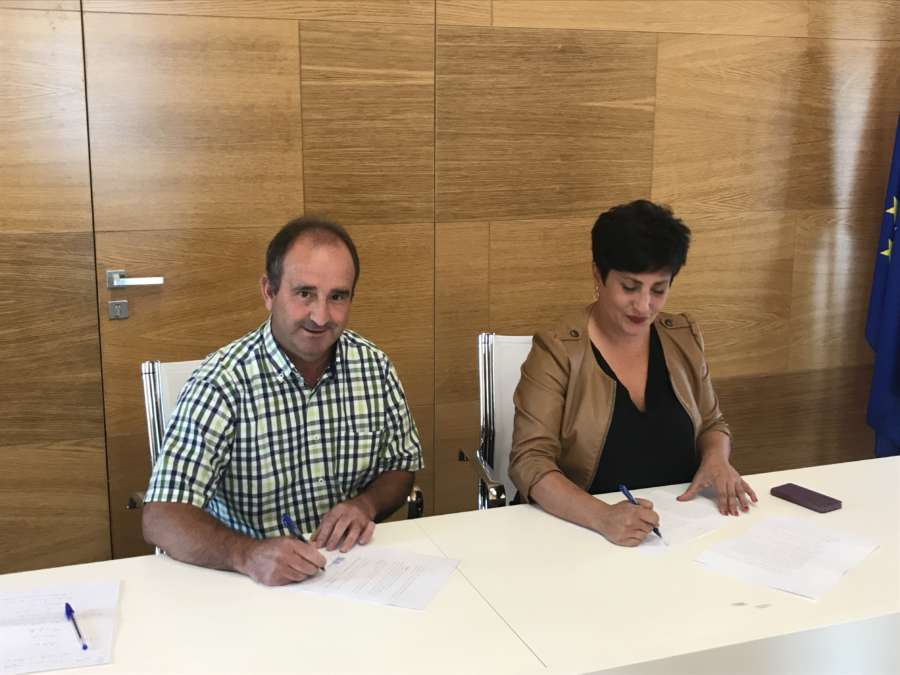 Educación y el Ayuntamiento de Aranguren firman el convenio para la construcción del nuevo colegio y polideportivo en Mutilva