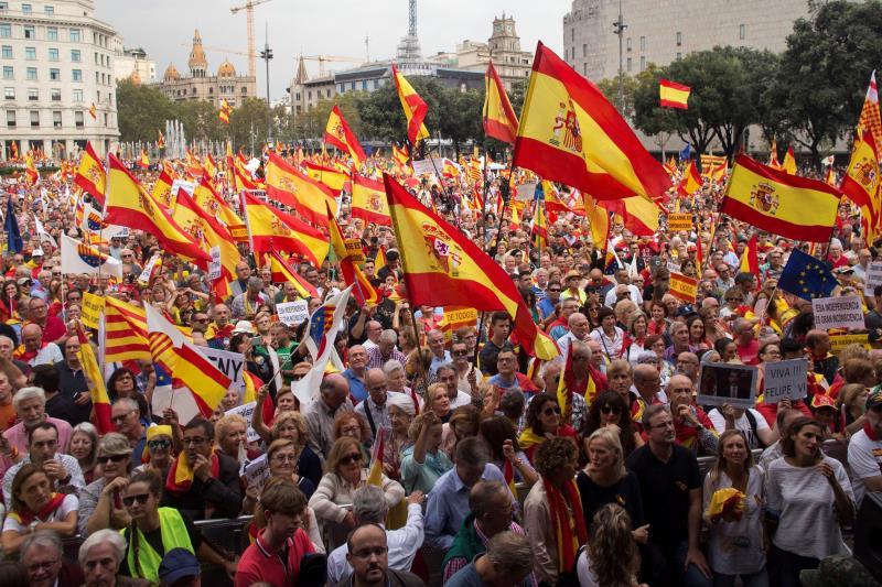 Cientos de miles de personas defienden en Barcelona la unidad de España y la