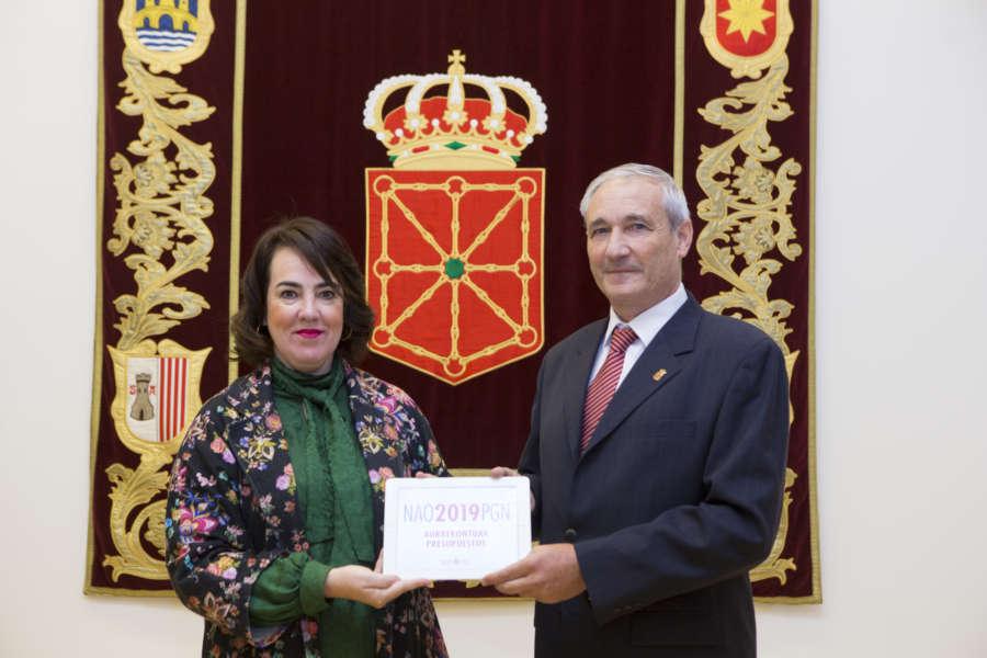 Aramburu entrega en el Parlamento los Presupuestos, por 4.010 millones de euros