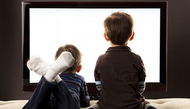 Los usuarios de la comunicación alertan del alto consumo televisivo infantil nocturno