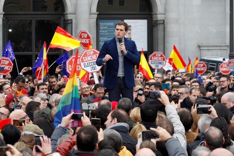 Rivera pide a Sánchez elecciones y que no perpetúe la