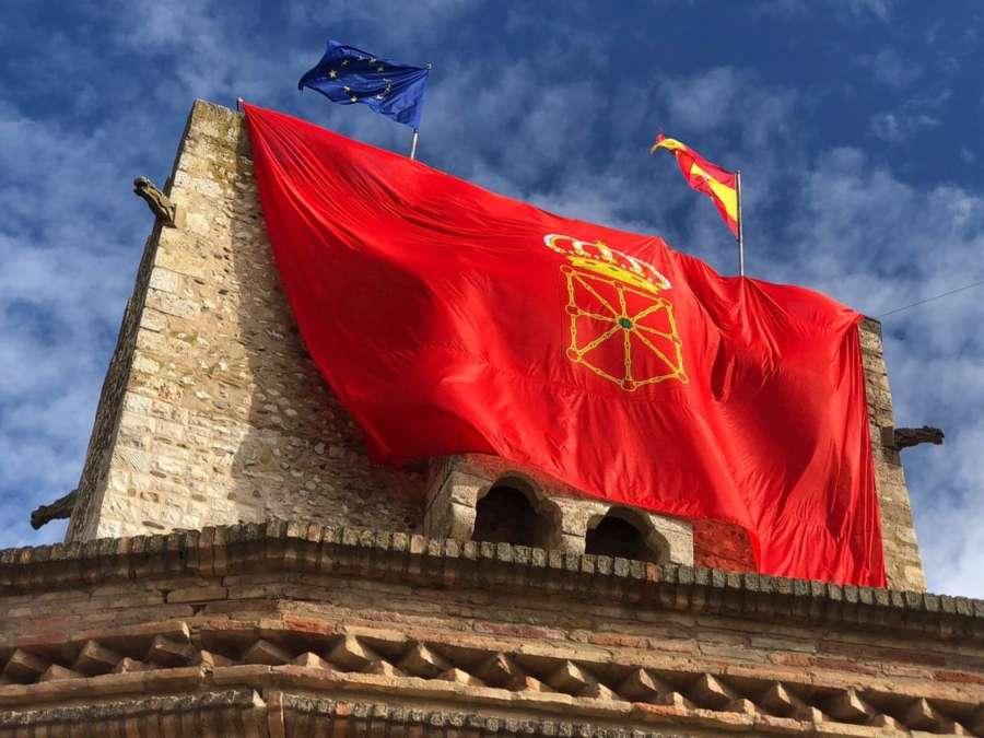 Banderazo: La gran bandera de Navarra llega a Cortes
