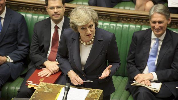 La primera ministra británica se enfrentará esta tarde a una moción de confianza