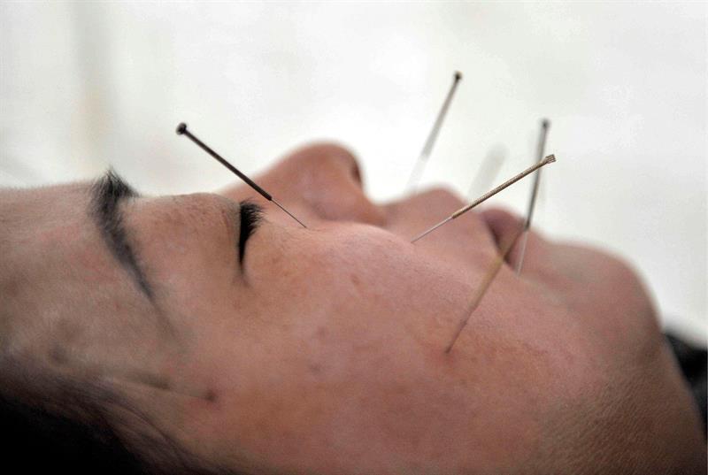 1 de cada 5 españoles cree que homeopatía y acupuntura tienen base científica