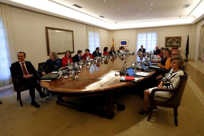 El Gobierno de Sánchez aprueba la mayor OPE desde 2008, a un mes de las elecciones