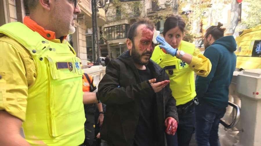 Brutal agresión en el metro de Barcelona a un hombre que llevaba los colores de la bandera de España