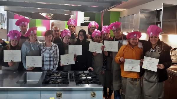 Cruz Roja imparte un taller de ayudante de cocina para personas en desempleo