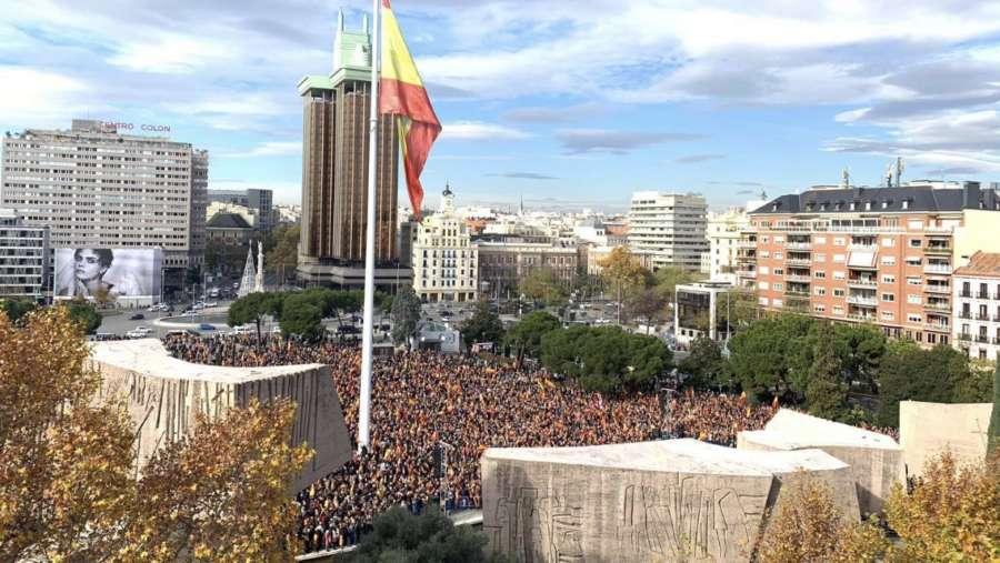 Miles de personas se manifiestan en Madrid en defensa de la unidad de España