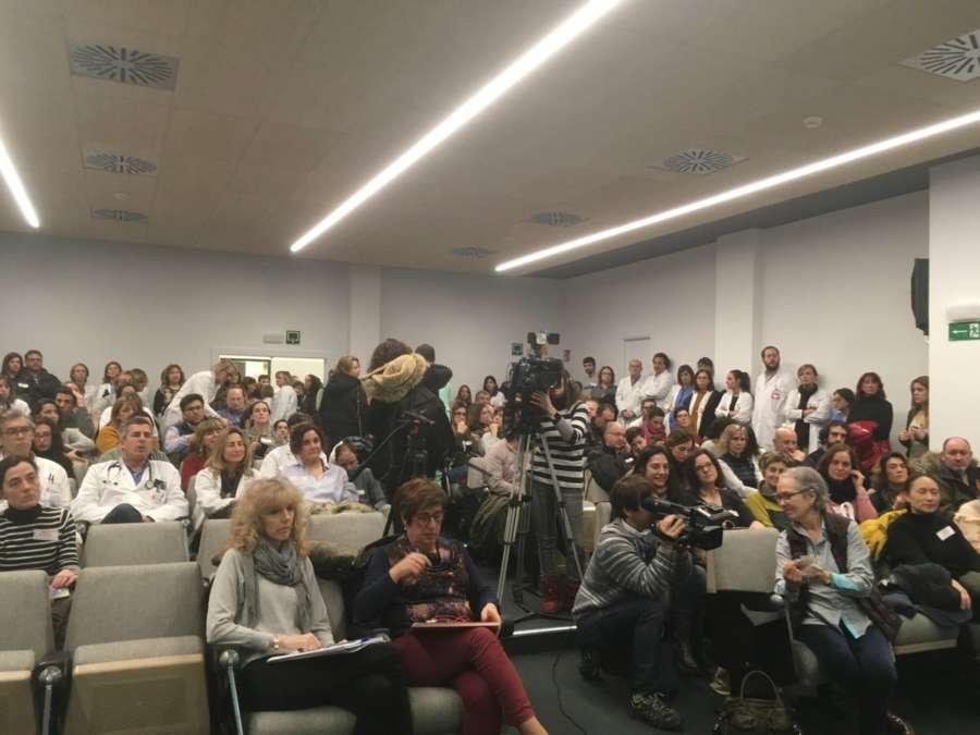 https://www.navarrainformacion.es/wp-content/uploads/2019/01/asmablea-huelga-medicos-navarra.jpg