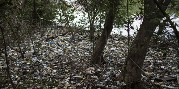 La basura en la naturaleza preocupa al 57% de los navarros, según un informe