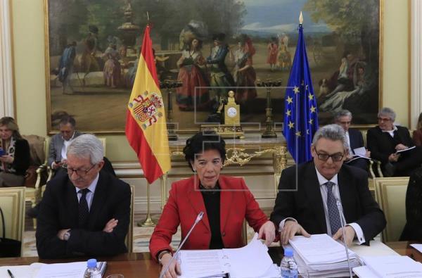 Celaá insta a la derogación de la LOMCE con consenso y el PP pide su retirada