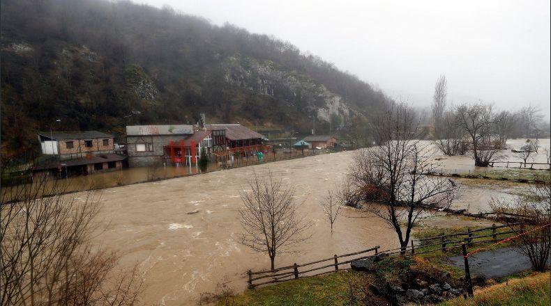 El temporal deja cuatro muertos, cinco heridos, riadas y cortes de carreteras