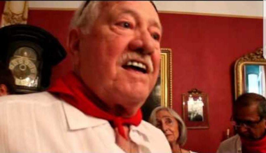 El Ayuntamiento de Pamplona homenajea a Iñaki Astondoa, miembro fallecido del grupo Los Iruña'ko