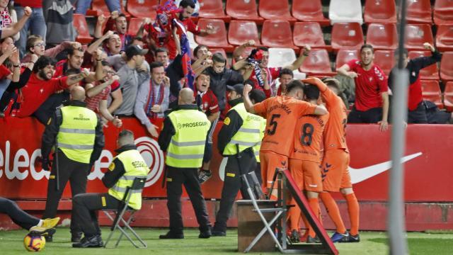 0-2. Osasuna, líder provisional tras ganar en El Molinón 33 años después