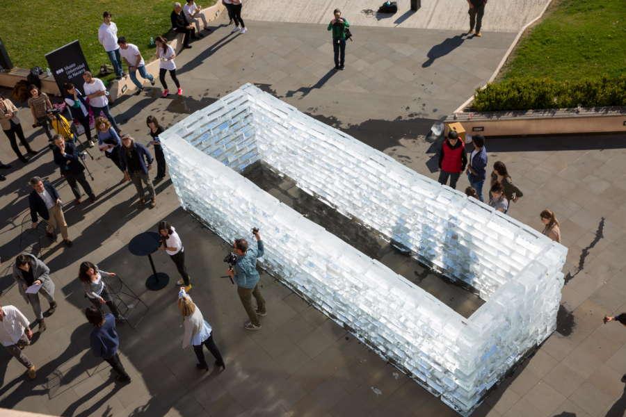 Muros que se derriten para unir arte y sociedad en el Museo Universidad de Navarra