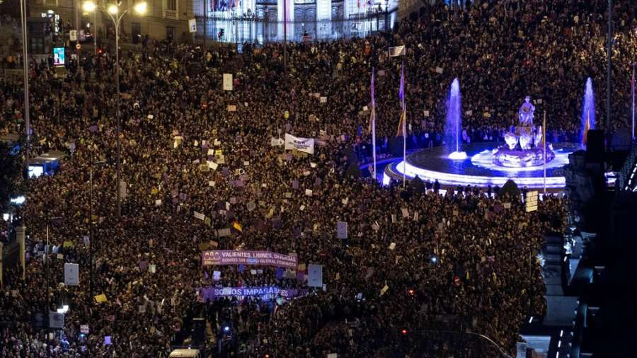 Las mujeres vuelven a tomar Madrid con una multitudinaria marea morada