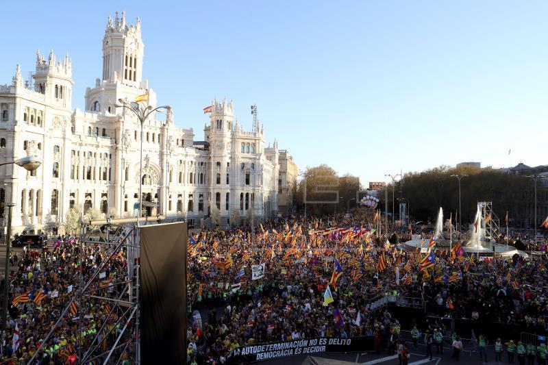 Miles de personas marchan en Madrid contra el juicio del proceso separatista