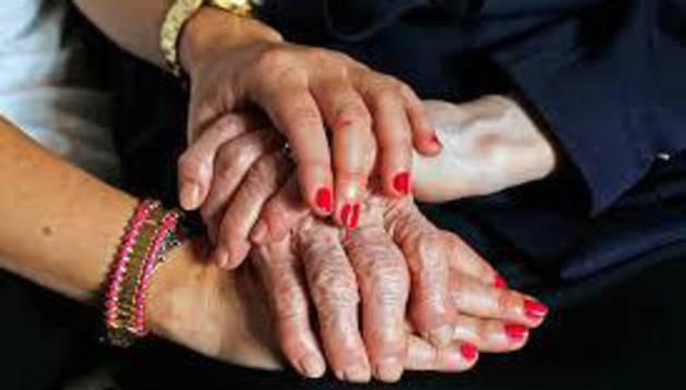 Más de 2.800 personas mayores de 65 años viven solas en Pamplona