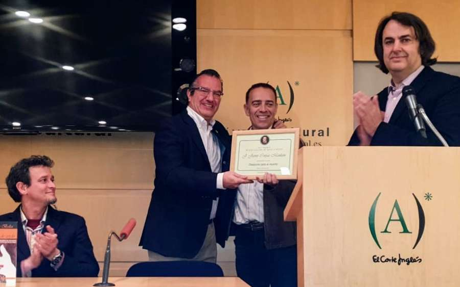 El escritor navarro Corpas Mauleón recibe el premio Alexandre Dumas en su VII Edición