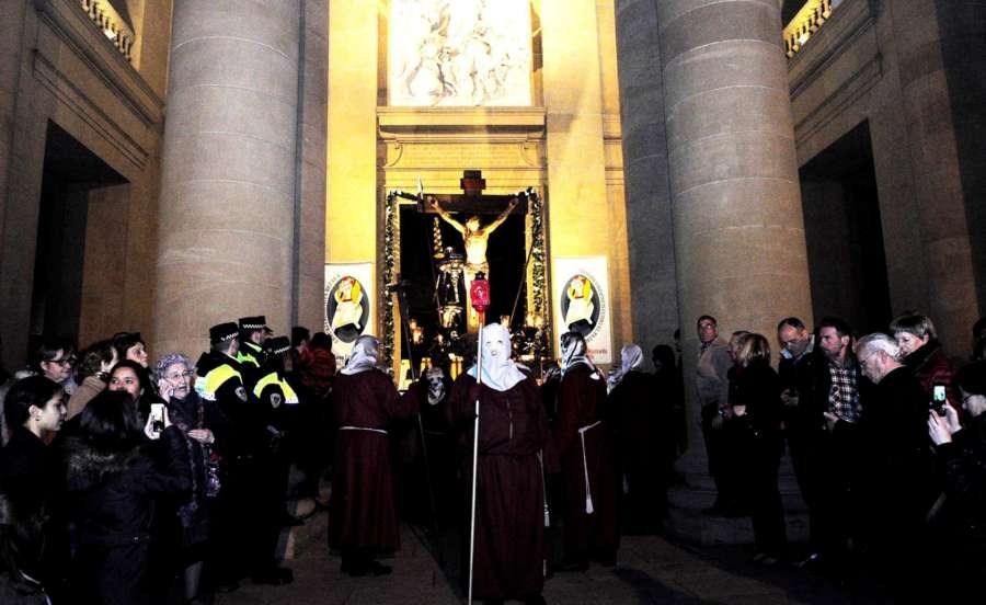 El Paso del Cristo Alzado se trasladará a la Catedral, a pesar de la lluvia