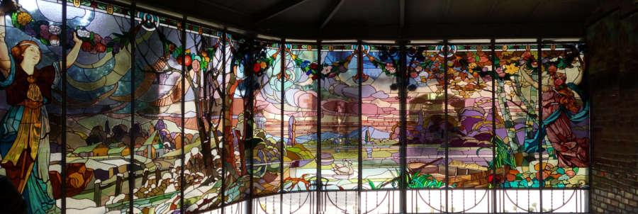 El Gobierno de Navarra restaura las vidrieras modernistas del Señorío de Bértiz