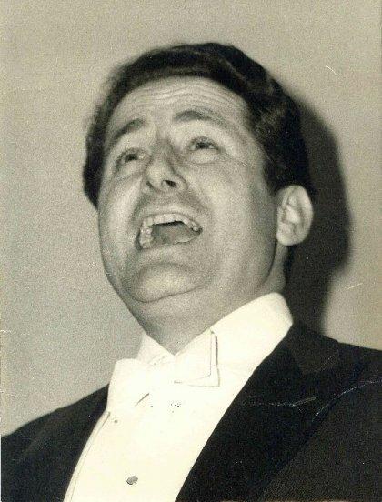 El tenor Ricardo Visus dona su legado personal al Archivo de Navarra