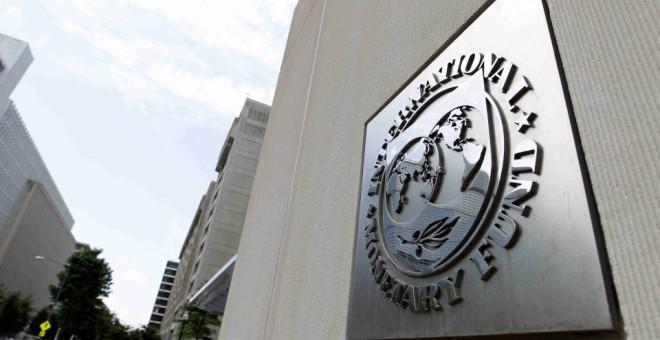 La elevada deuda empresarial podría amplificar un abrupto ajuste financiero, advierte el FMI
