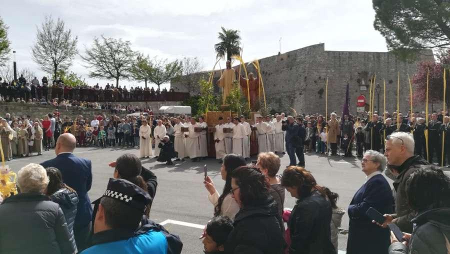 Pamplona celebra el Domingo de Ramos ante centenares de personas
