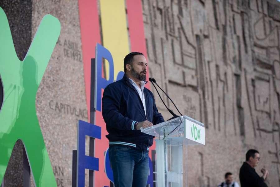 Abascal cierra campaña seguro de «espantar» de la Moncloa a los «traidores»