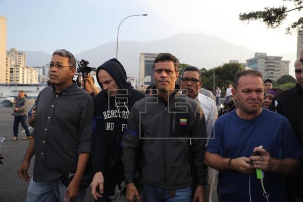 Leopoldo López y su familia se refugian en la embajada de España en Caracas