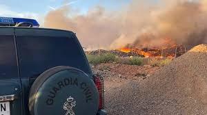 Un incendio en el vertedero provoca una nube de humo que llega a Mendavia