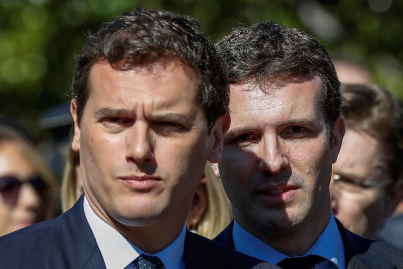 Casado y Rivera acusan a Cruz de apoyar la absolución de los presos