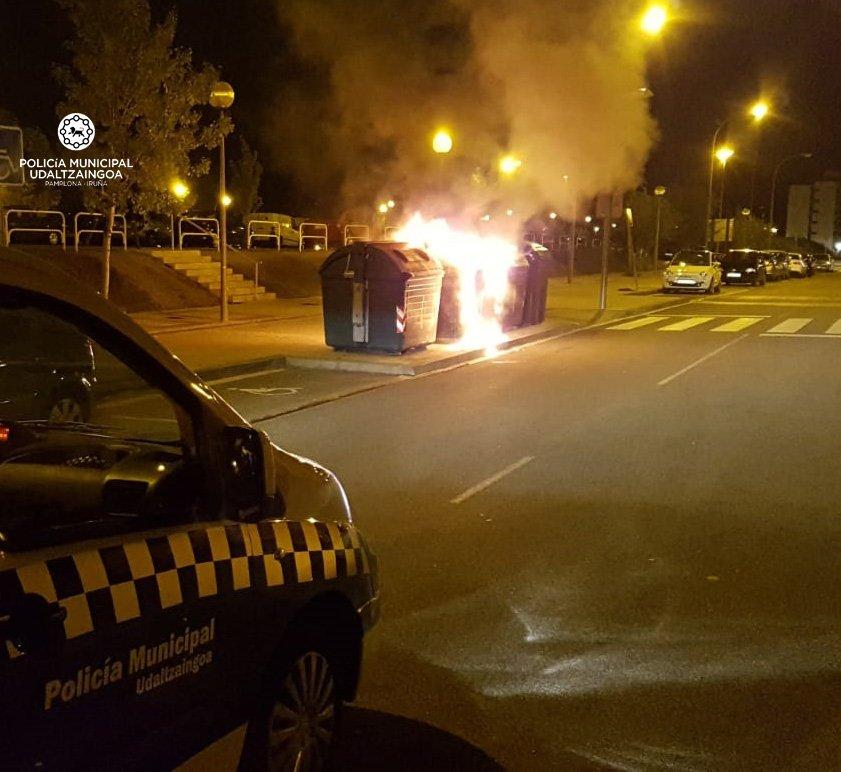 Incendiados esta madrugada varios contenedores en el barrio de la Milagrosa