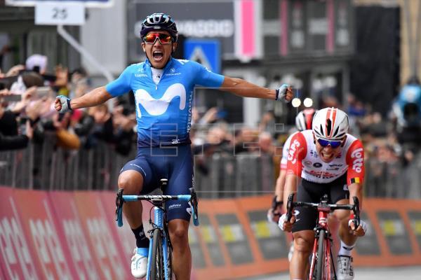 Carapaz abre la cuenta de Movistar en el Giro, Roglic sigue líder