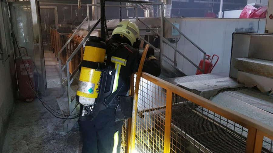 Un incendio sin heridos daña de consideración la empresa Panasa en Mutilva