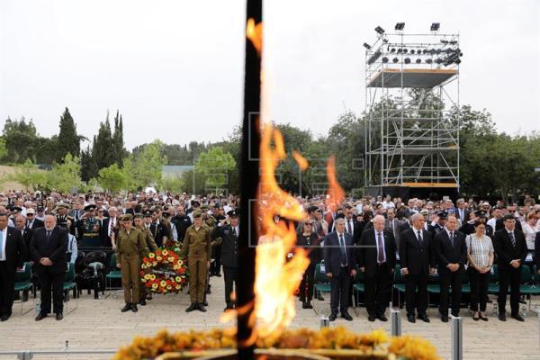 Israel se detiene para recordar a millones de judíos asesinados en el Holocausto