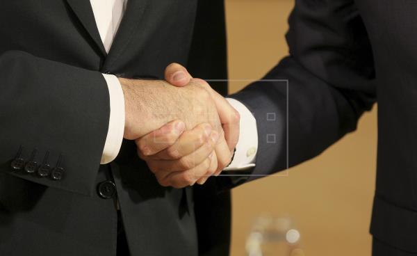 Radiografía de los pactos: PP y Vox negocian Madrid y PSC urge pactar a Colau