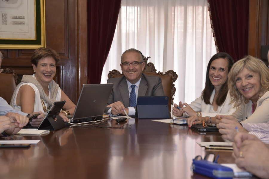La concejal Ana Elizalde asume las funciones de alcaldía ante la convalecencia Enrique Maya por coronavirus