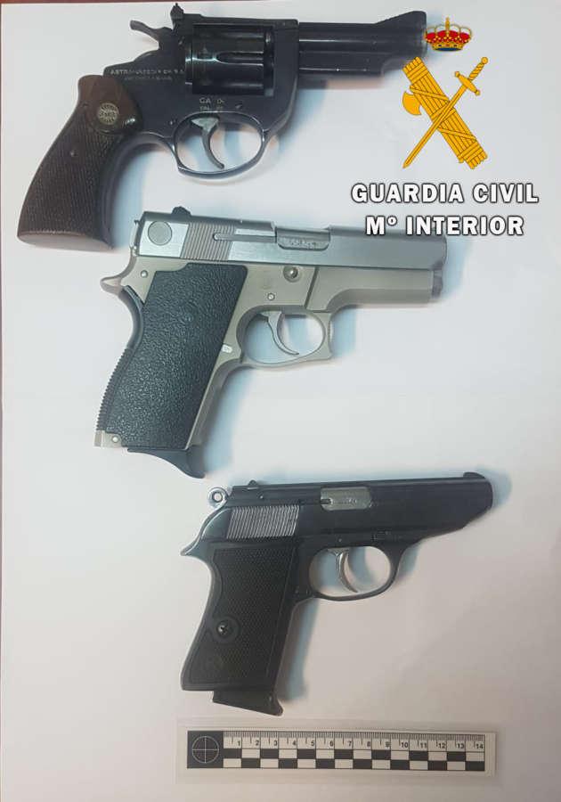 La Guardia Civil halla en Tafalla cinco pistolas arrastradas por la riada