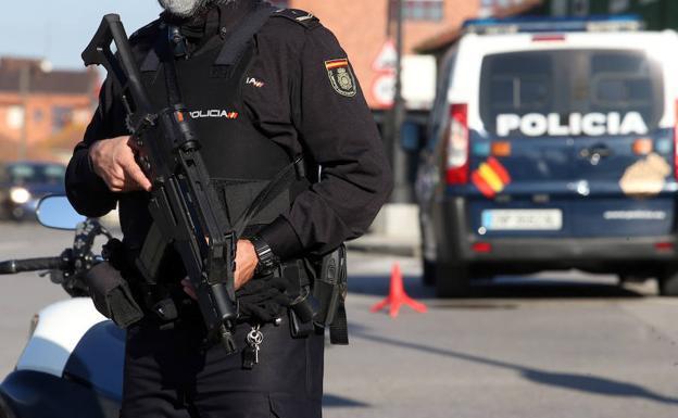 La Policía Nacional colabora con Argentina en la mayor operación contra el tráfico de armas realizada hasta la fecha en ese país