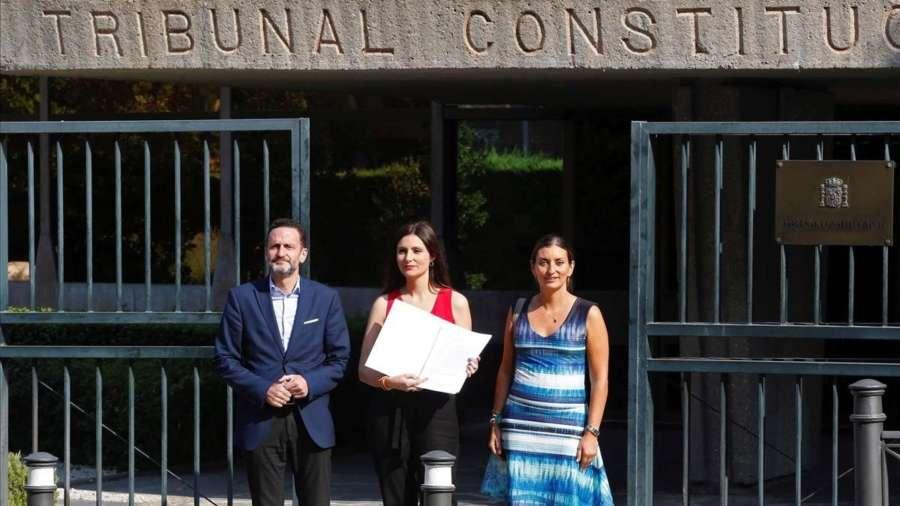 Cs lleva al TC los acatamientos a la Constitución de los independentistas