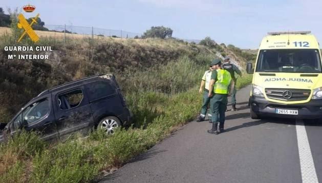 Cuatro miembros de una familia, heridos leves en un accidente en Tafalla