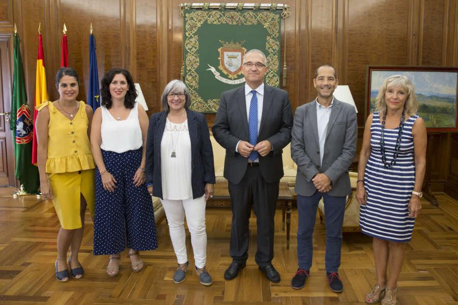 El alcalde de Pamplona recibe a representantes del CERMIN