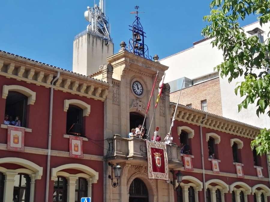 Estella lanza el cohete anunciador de sus Fiestas patronales, la Virgen del Puy y San Andrés