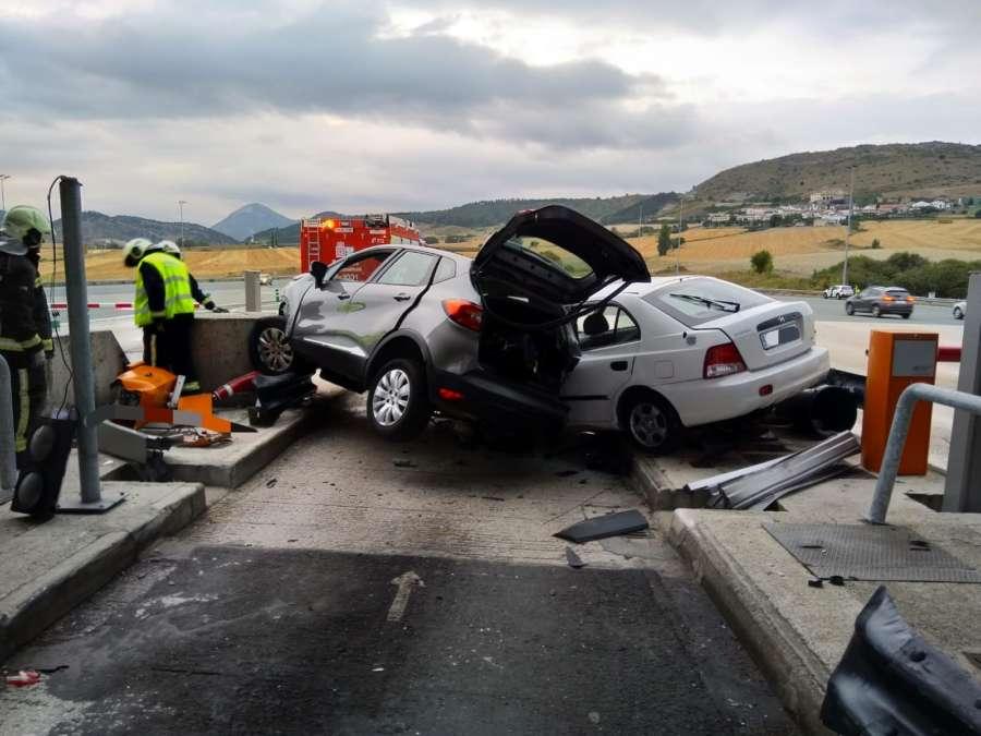 Una conductora herida en un choque en el peaje de Zuasti